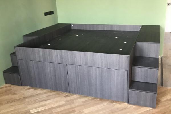 кровать подиум с ящиками и местом для хранения материал Egger экономия места и пространства