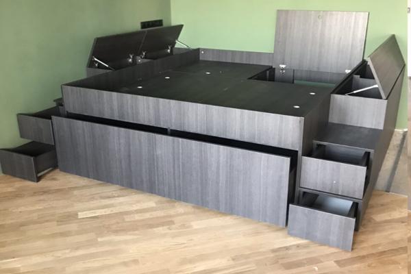кровать подиум с ящиками и местом для хранения материал Egger экономия места и пространства1